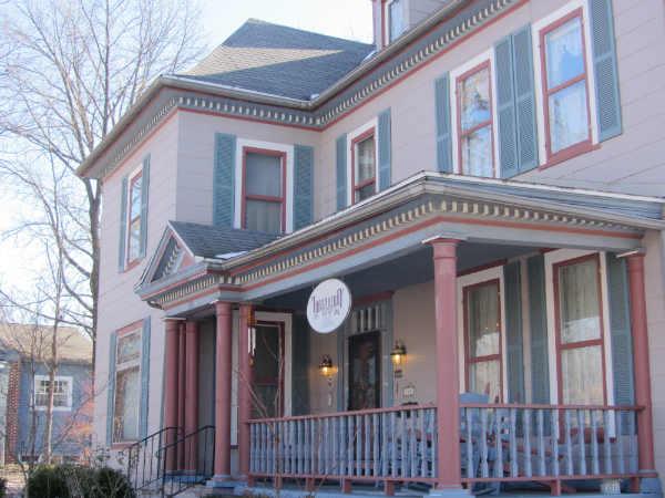 Loganberry Inn B&B - front porch