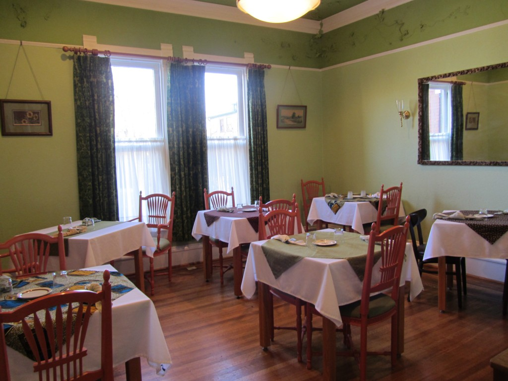 Nestle Inn - dining room