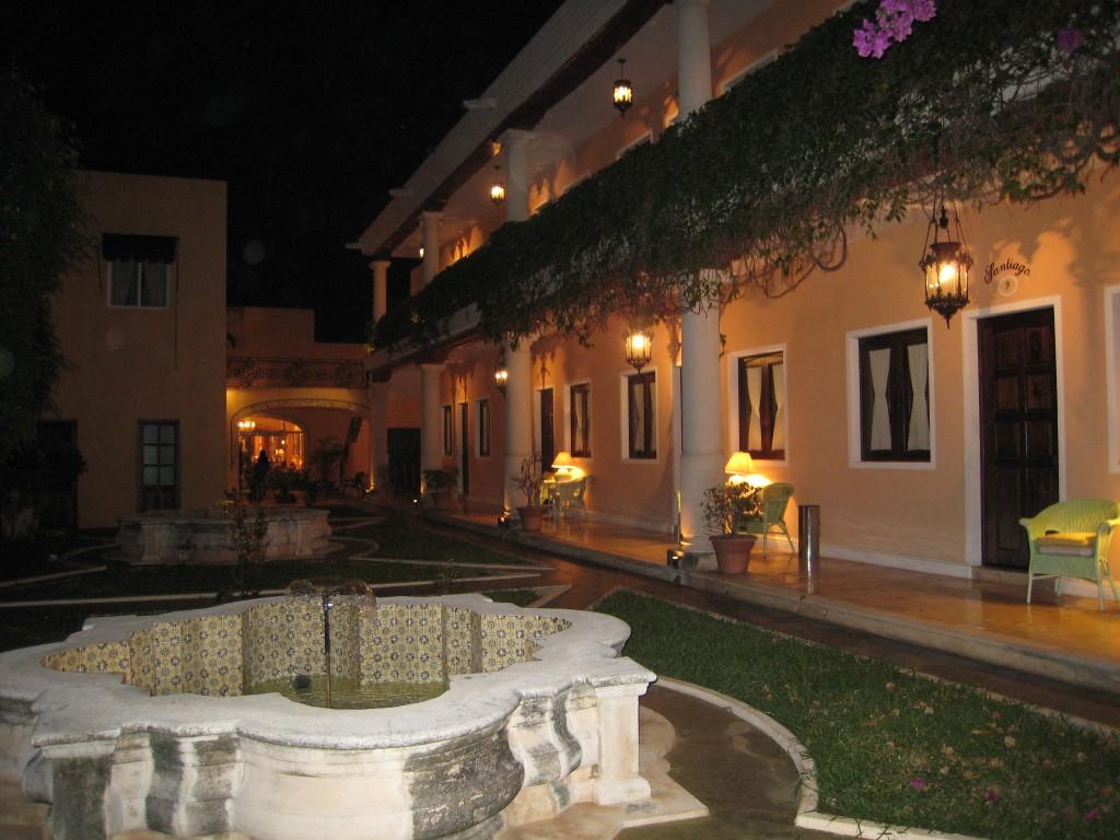 Hotel Casa Lucia - courtyard 1