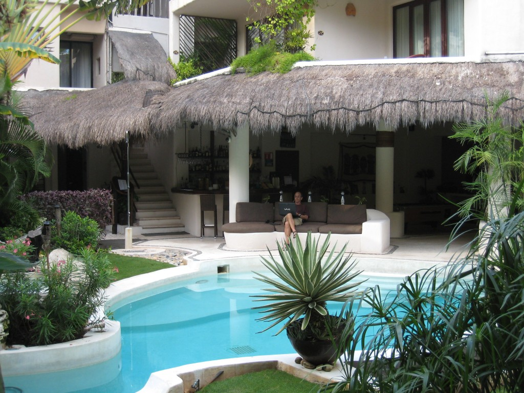 La Tortuga Hotel - pool and seating area