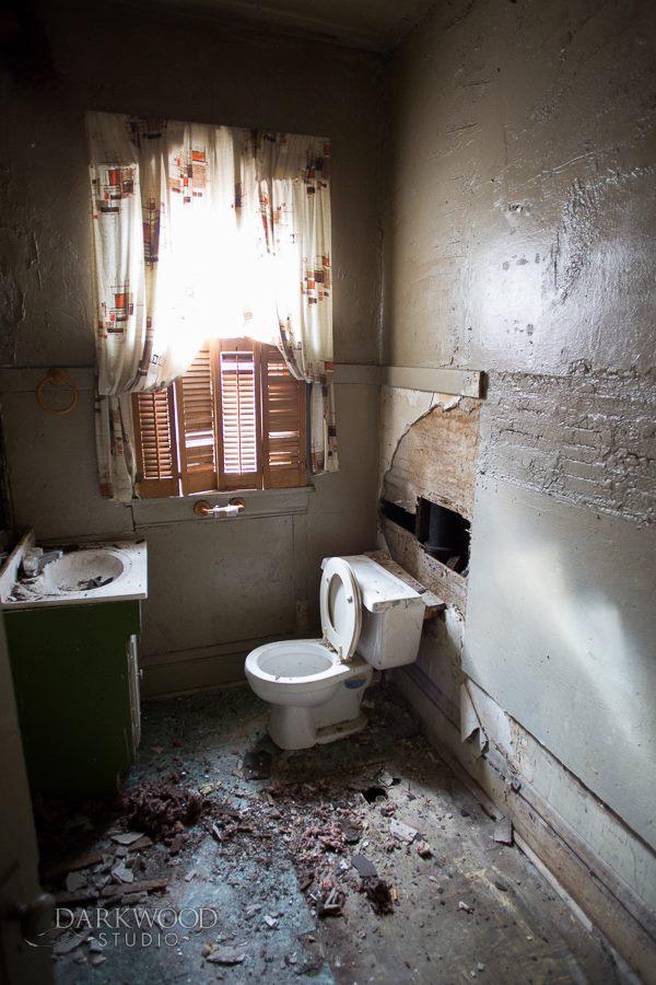 Rescue - house bathroom