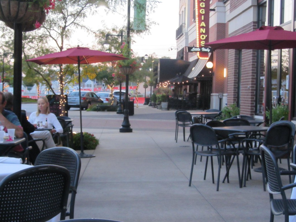 St. Louis Restaurant Review: Vino Nadoz Wine Bar - Arch City Homes #stlouis