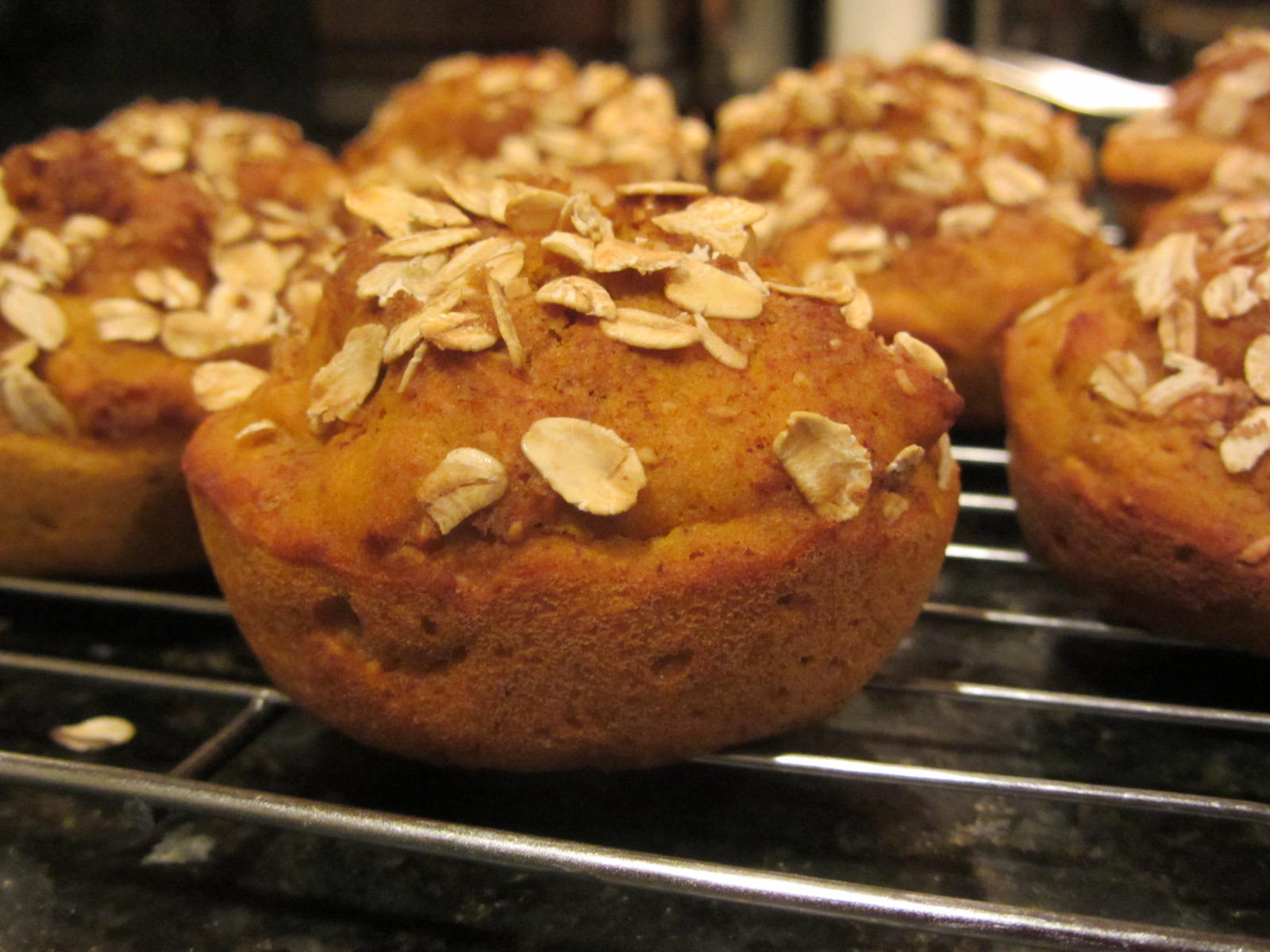Healthy Muffins that Don't Taste Low Fat: Oatmeal Pumpkin Muffins
