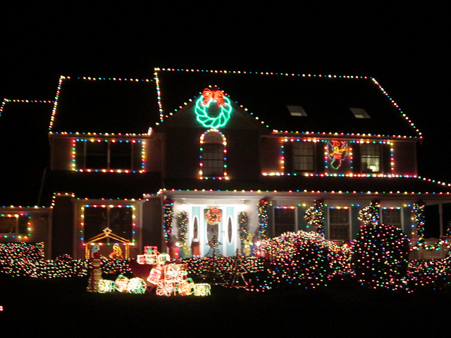 Holiday lights on house (flickr dougtone)