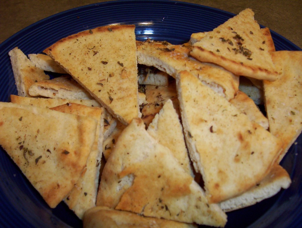 recipe-white-bean-dip-pita-chips