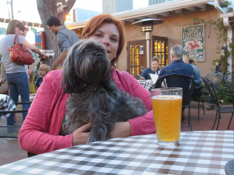Lessons from a 4000 Mile Road Trip: Meal Tips for Traveling with Dogs | Future Expat